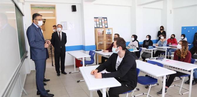 VALİ ALİ ÇELİK'TEN SOSYAL BİLİMLER LİSESİNE ZİYARET